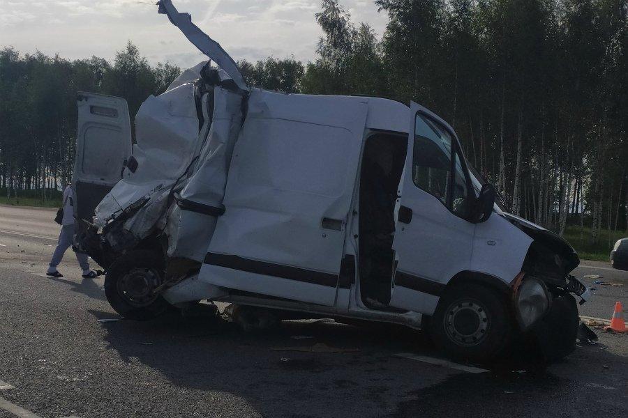 Под Брянском тягач смял два авто: ранены пять человек