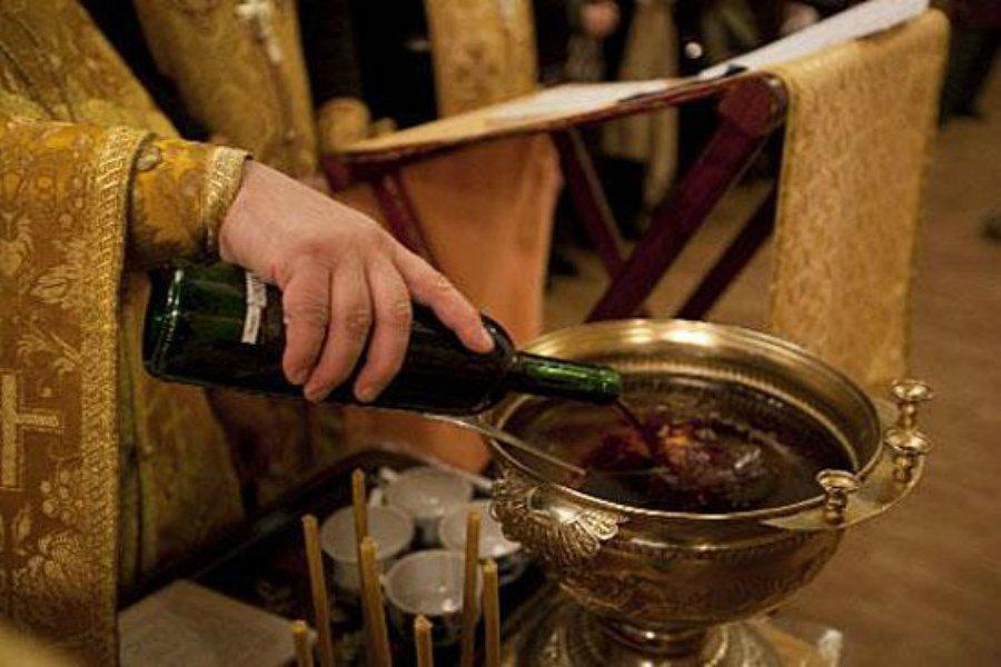 В брянском селе уголовник украл из церковной лавки 5 бутылок вина