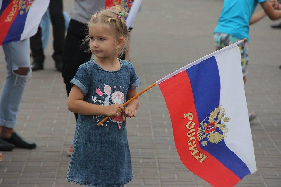 День флага в Брянске отметили митингом на площади Революции