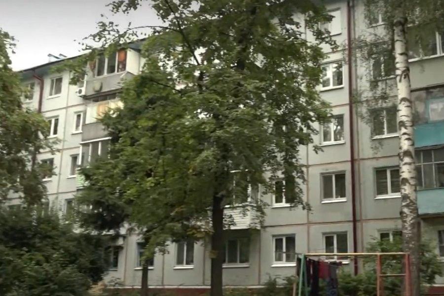 В Брянске крыша многоэтажки протекла после неудачного капремонта