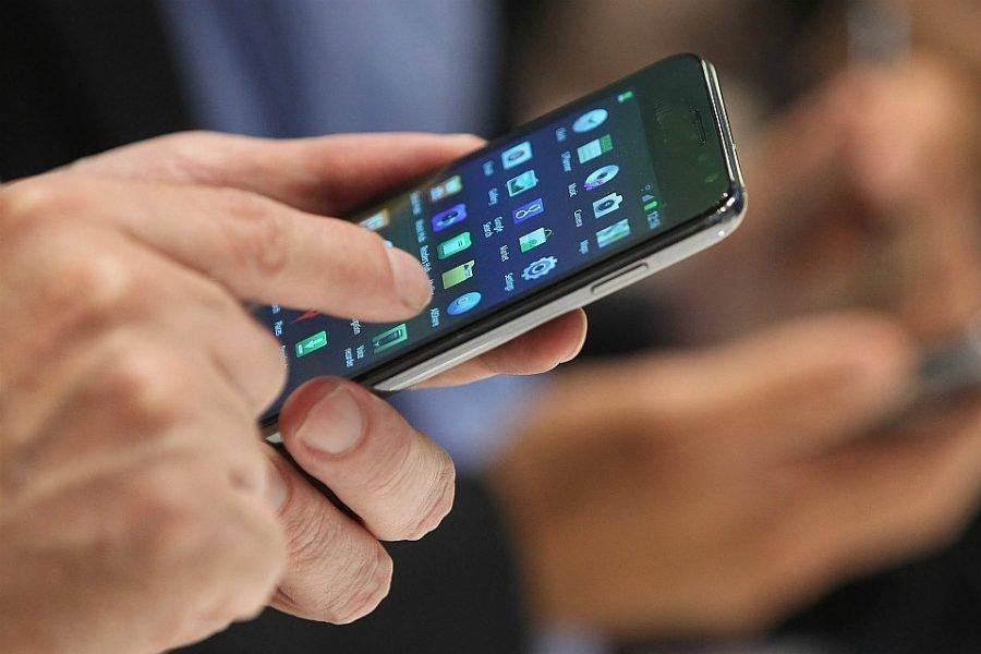 В Брянске парень украл забытый в торговом центре дорогой мобильник