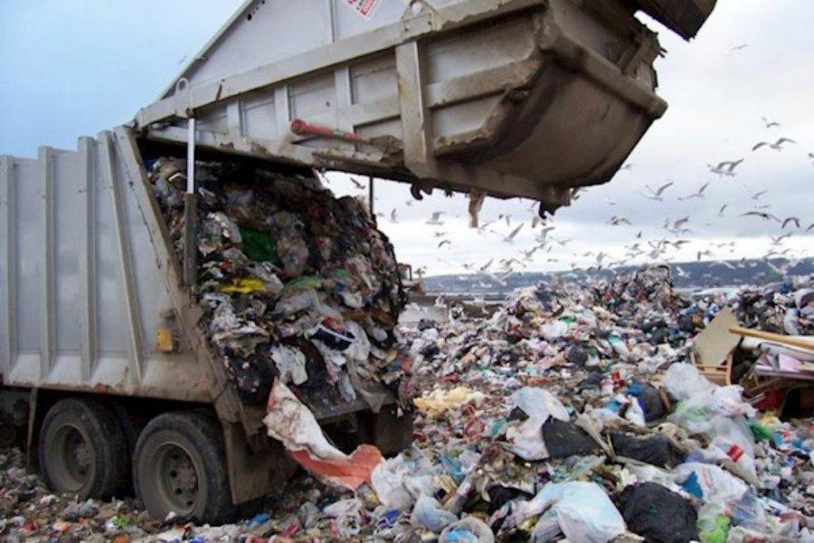 В Жуковке коммунальщиков обязали привести в порядок мусорный полигон