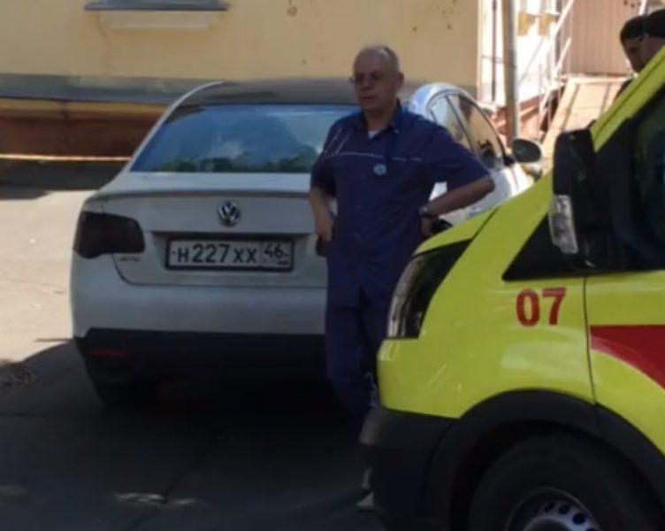 В Брянске автохам перекрыл дорогу скорой помощи