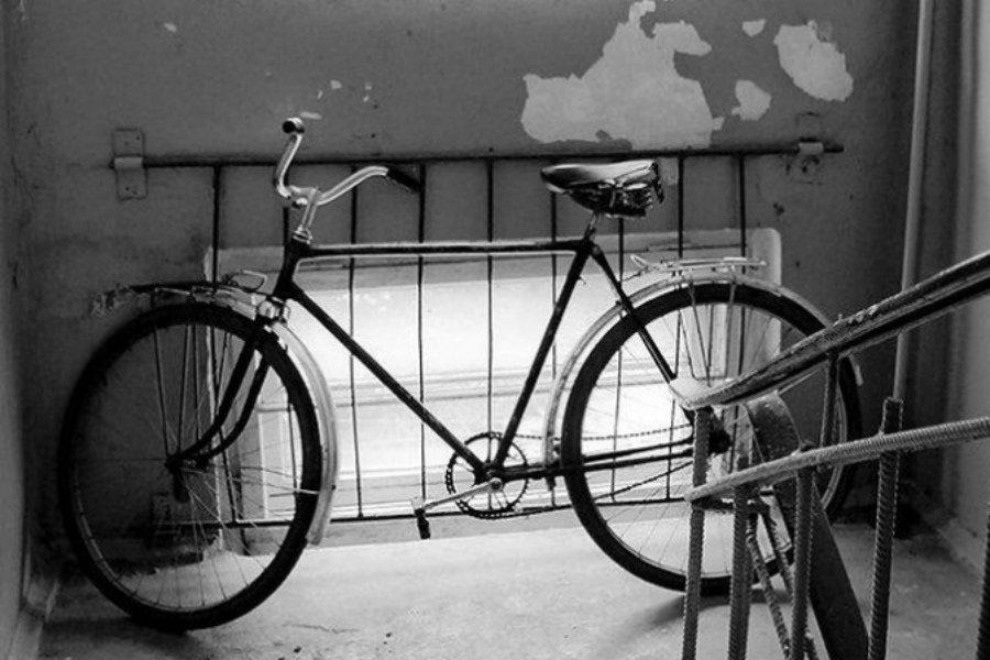 В Брянске уголовник украл велосипед у соседки по подъезду
