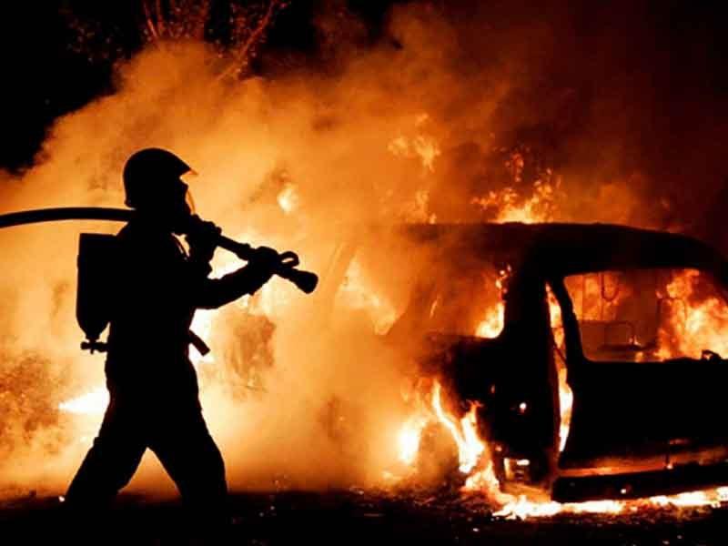 В Карачеве утром пожарные час боролись с огнем