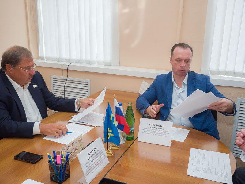 Брянский депутат Пайкин пообщался с «нерасселяемыми аварийниками»