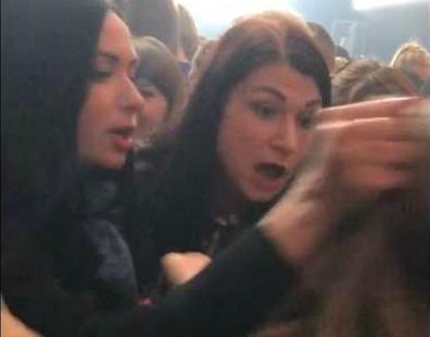 В Брянске сняли на видео драку девушек на концерте «Руки Вверх»