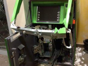 В Брянской области взорвали банкомат, накачав его газом