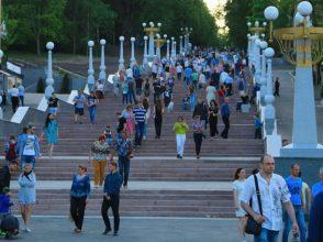 В Брянске затопило лестницу к Набережной