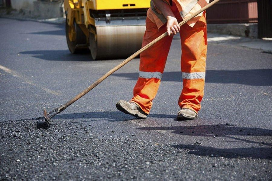 Брянский губернатор обвинил в проблемах дорожного строительства мутные фирмы