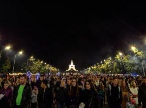 В Брянске во время гуляний у Кургана в толпе потерялась девочка