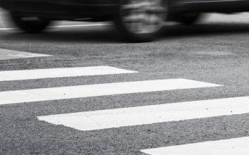 В Брянске на Урицкого автомобилист сбил нарушительницу и скрылся