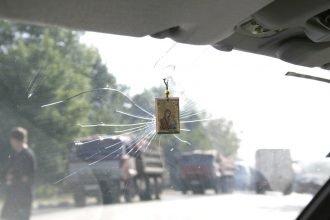 На брянской трассе фура разбила стекло легковушки