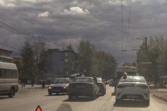 В Брянске на Литейной столкнулись «Daewoo» и «Kia»