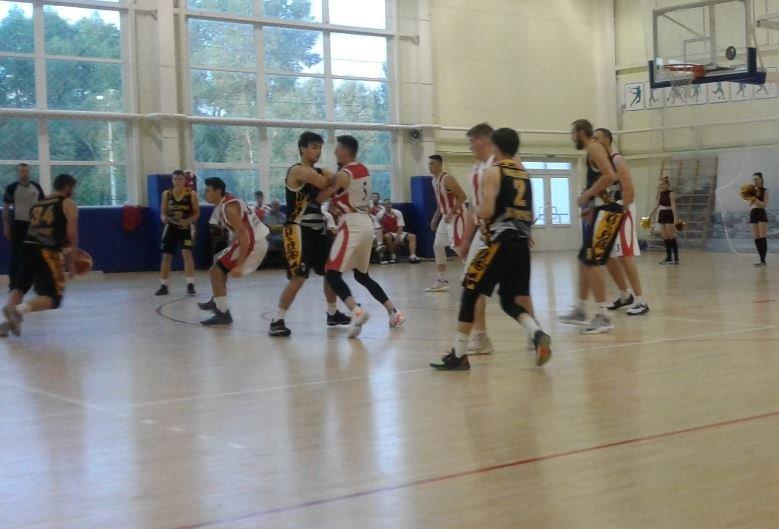В Брянске завершился праздничный баскетбольный турнир