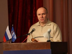 Брянского депутата Бугаева обвинили в поборах в гимназии №3