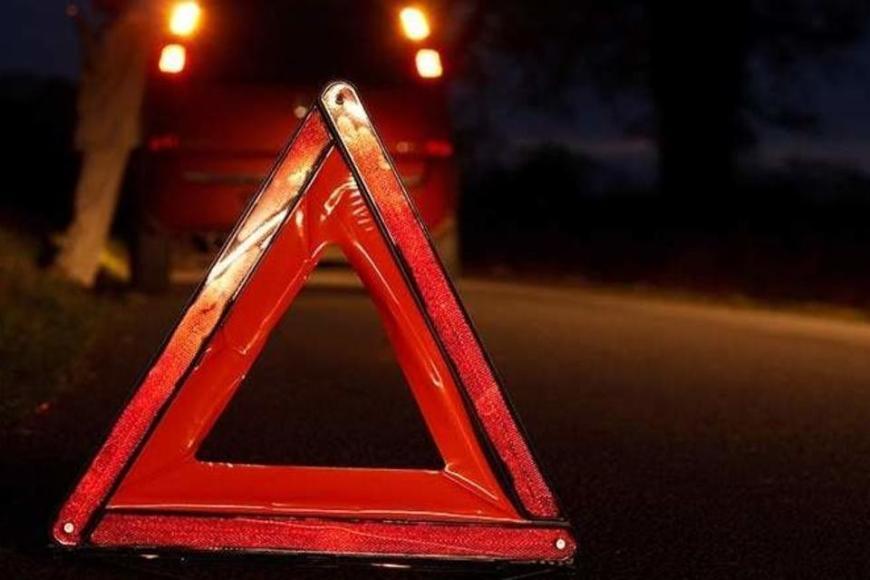 В Карачевском районе автоледи протаранила стоящую машину
