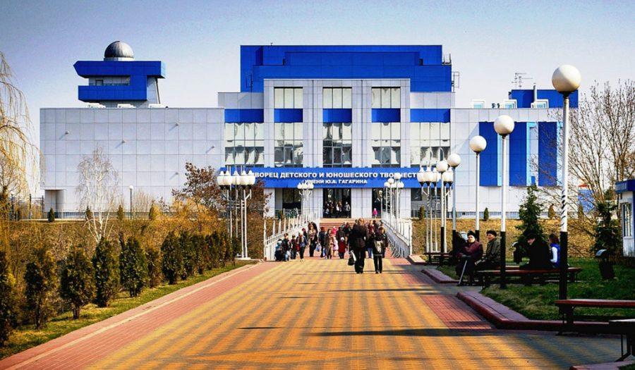 В Брянске Дворец Гагарина позвал родителей на собрание
