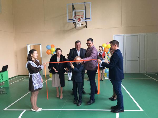 В брянском поселке в школьный спортзал вложили почти 2 миллиона рублей