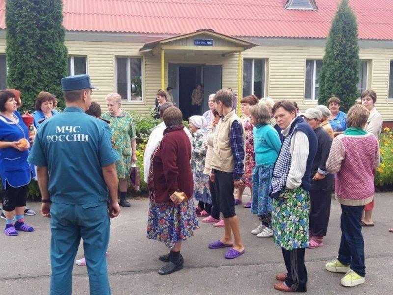 В Карачевском районе эвакуировали психоневрологический интернат