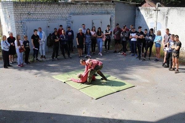 Брянские спецназовцы показали трудным подросткам мастер-класс по самбо