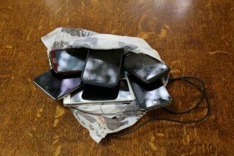 В брянские колонии не попали семь мобильных телефонов
