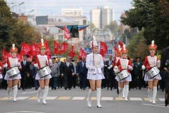 Парад поколений в День города Брянск