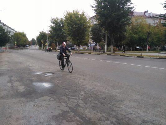 Жители Клинцов отправились на работу на велосипеде
