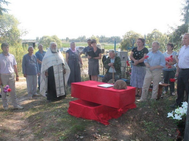 На кладбище в Суземском районе захоронили останки неизвестного солдата