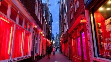 Брянск сравнили с кварталом красных фонарей в Амстердаме