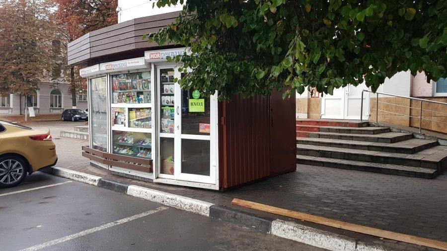 В центре Брянска киоск «Союзпечать» перекрыл тротуар