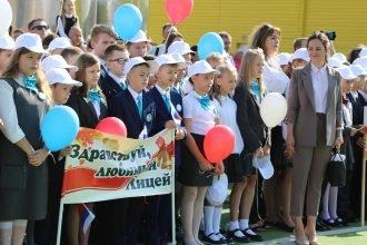 В брянском лицее № 1 прокомментировали обморок детей в День знаний