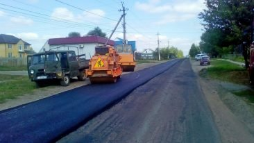 В брянском поселке Локоть ремонтируют дорогу по улице Дзержинского