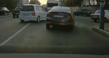 В Брянске дерзкого водителя «Мазды» сняли на видео на переезде
