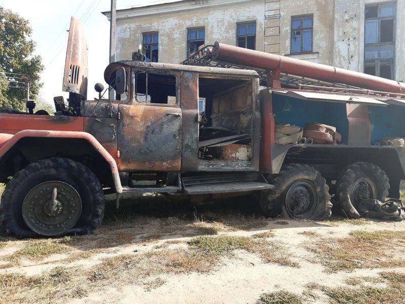 Под Стародубом при тушении полыхающего дома сгорела пожарная машина