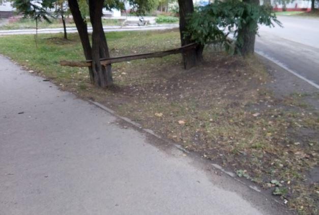 В Брянске поставили «хэнд мэйд» остановку на конечной 37 автобуса
