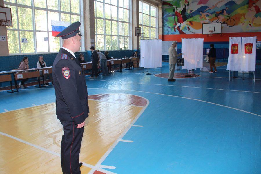 Брянская полиция охраняет порядок на выборах