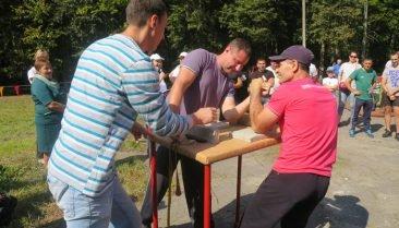 Спортивный фестиваль «Удаль молодецкая» собрал под Почепом 100 человек