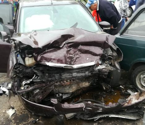 В Новозыбкове на перекрёстке разбили три легковушки