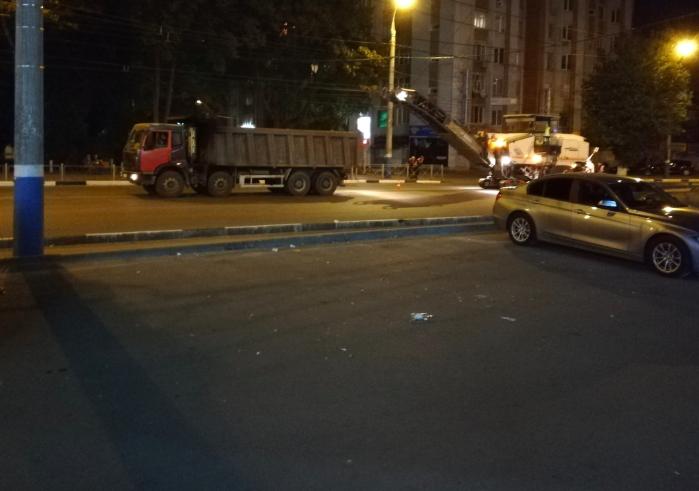В Брянске стали срезать старый асфальт на Красноармейской улице