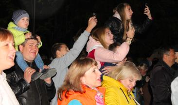 Тысячи брянцев пришли на лазерное шоу на Кургане Бессмертия