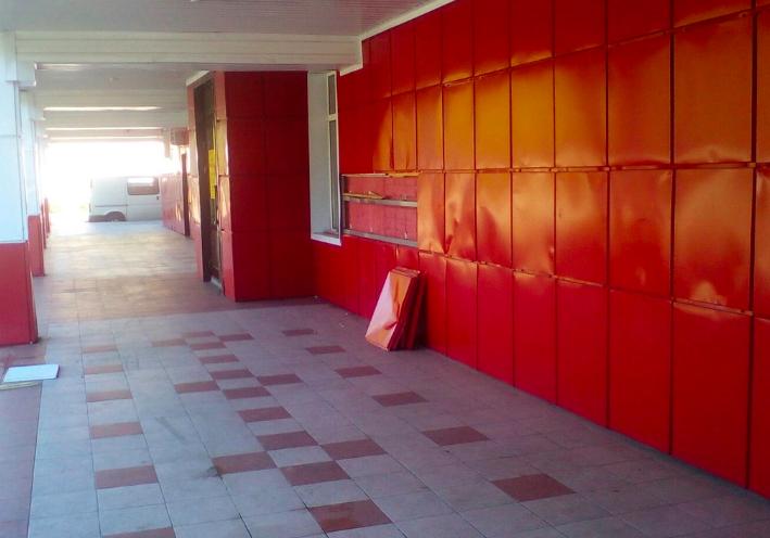 В посёлке Локоть вандалы разгромили кафе «Нерусса»