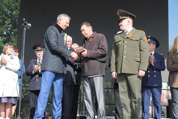 Житель Стародуба получил награду умершего отца