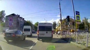 В Брянске сняли на видео наглого водителя маршрутки №52