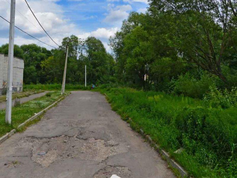 Брянцы пожаловались на убитую дорогу возле магазина «Европа»