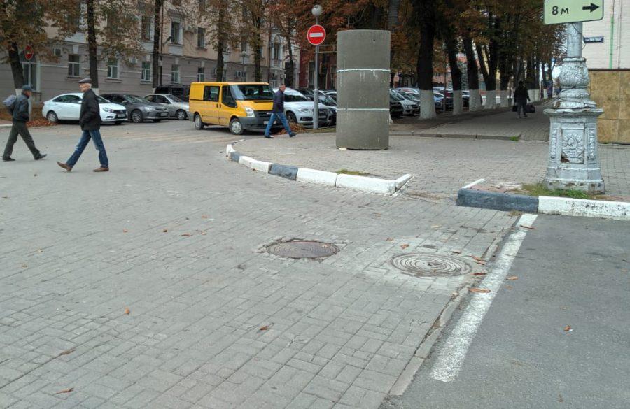 В Брянске тумбы для рекламы решили сделать из канализационных колец