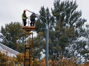 В Брянске монтируют фонари на кольце у ДК Железнодорожников