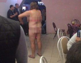 В Навле полуголая дама устроила секс-шоу в кафе «Мираж»