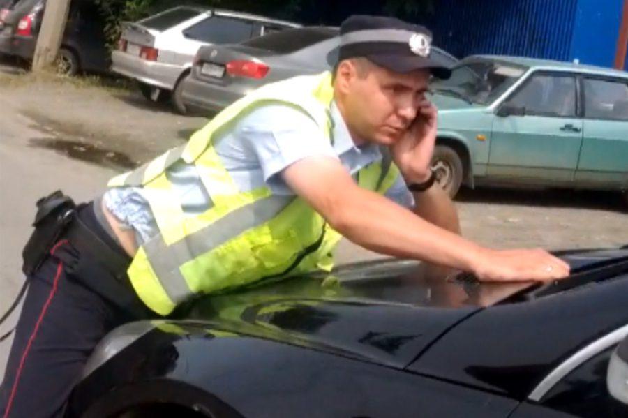 В Унече водитель «Toyota Camry» наехал на полицейского