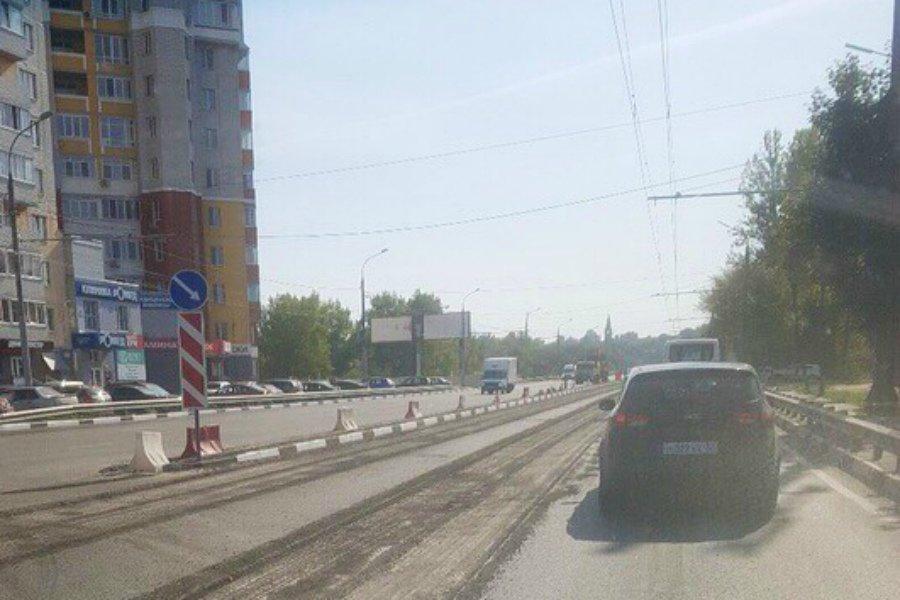На отремонтированном Первомайском мосту в Брянске срезают асфальт